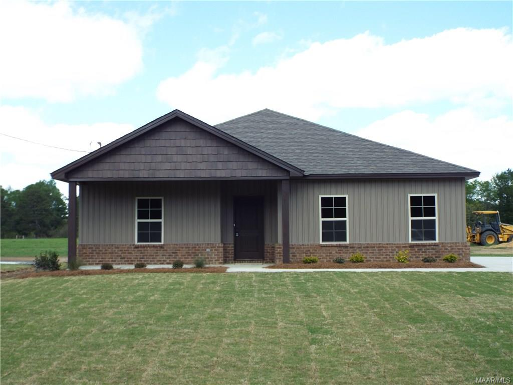 109 NEW QUARTERS Road, Tallassee, AL 36078