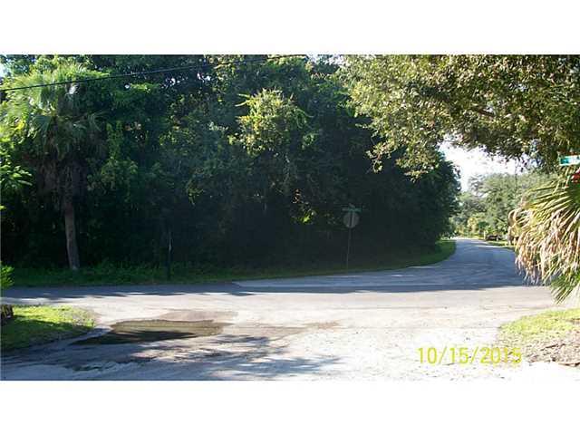 9673 SE Gleason Street, Hobe Sound, FL 33455