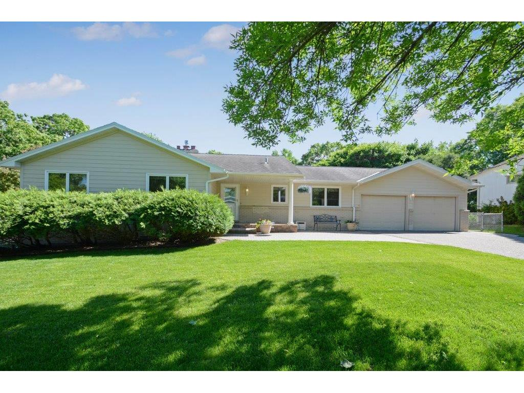 660 Windemere Curve N, Plymouth, MN 55441
