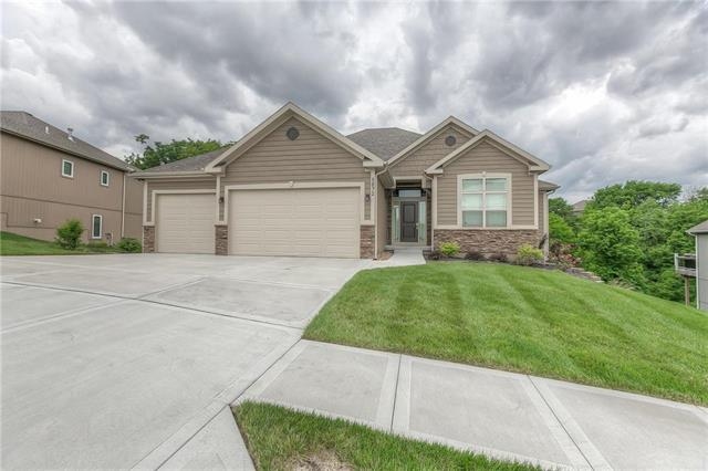 5872 S National Drive, Parkville, MO 64152