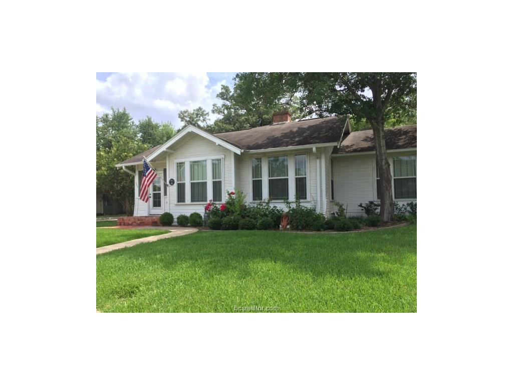 208 Fairview Avenue, College Station, TX 77840