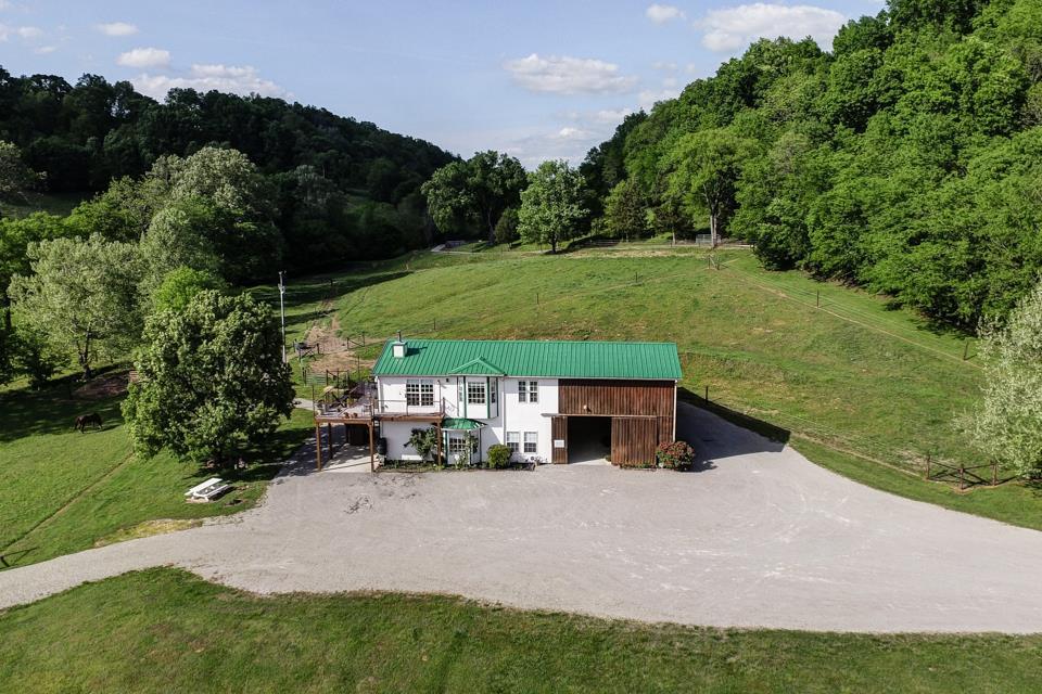 1355 Mitchell Rd, Pulaski, TN 38478
