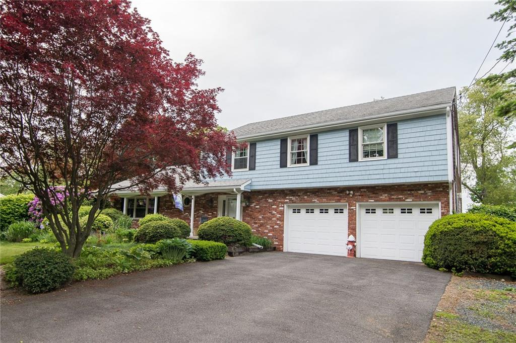 7 Pine Top RD, Barrington, RI 02806