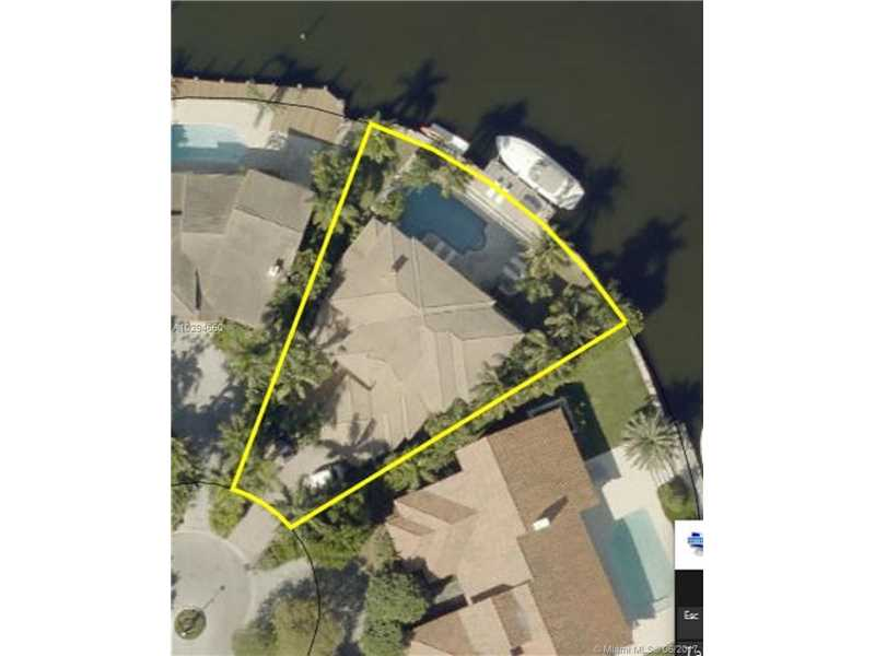 455 Center Island Dr, Golden Beach, FL 33160