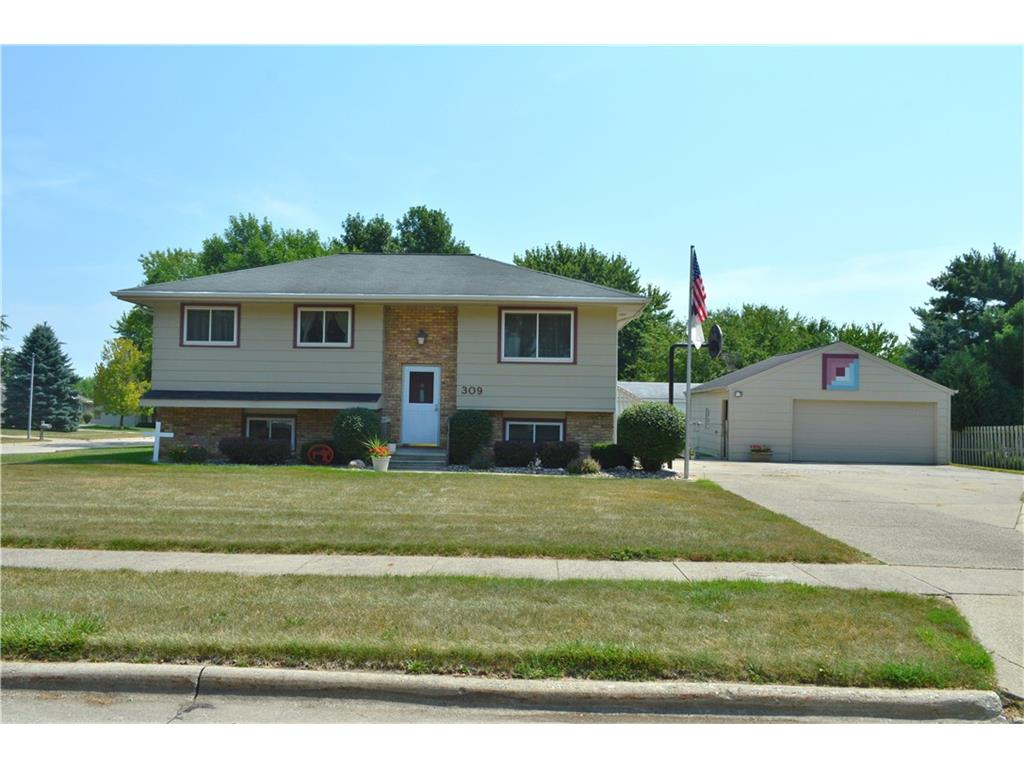 309 11th Avenue NW, Altoona, IA 50009