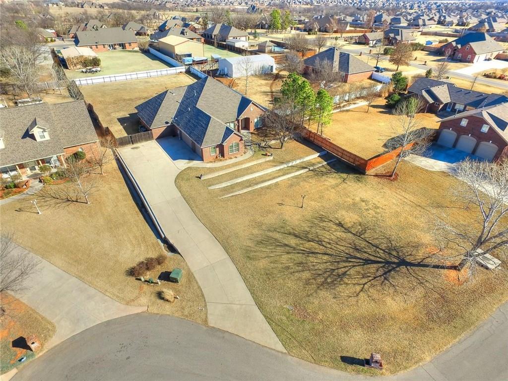 308 S Wyndemere Springs, Moore, OK 73160