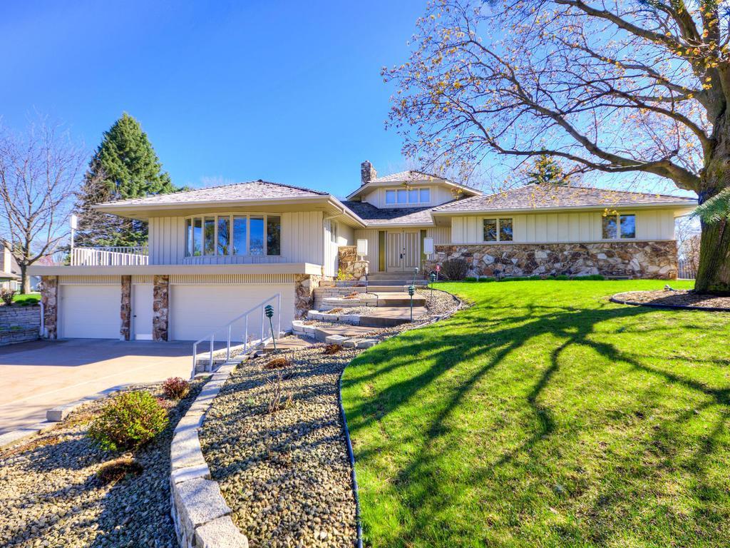 994 Winston Circle, Mendota Heights, MN 55118