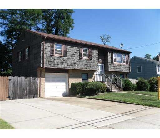 14 Ridgeview Road, Monroe Township, NJ 08831