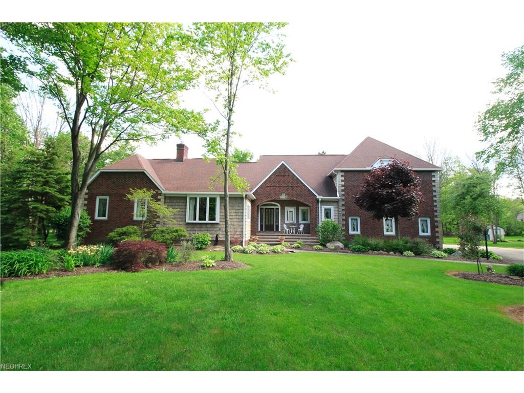 11305 Woodie Glen Dr, Chardon, OH 44024