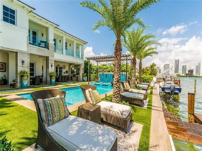 1021 N Venetian Dr, Miami Beach, FL 33139