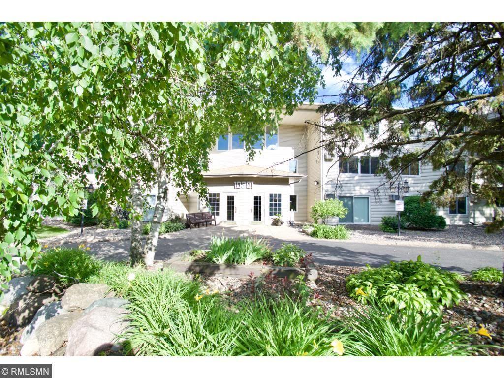 10301 Cedar Lake Road 305, Minnetonka, MN 55305
