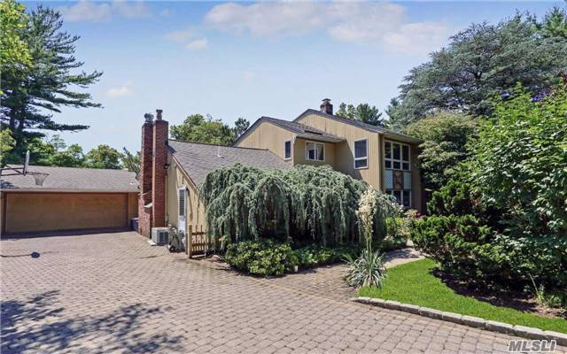 65 Shelter Ln, Roslyn Heights, NY 11577
