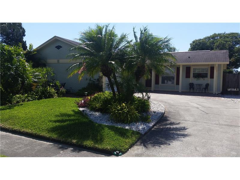 8210 GREENLEAF CIRCLE, TAMPA, FL 33615