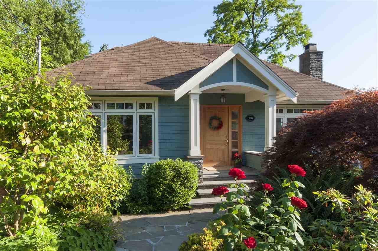 1074 FULTON AVENUE, West Vancouver, BC V7T 1N2