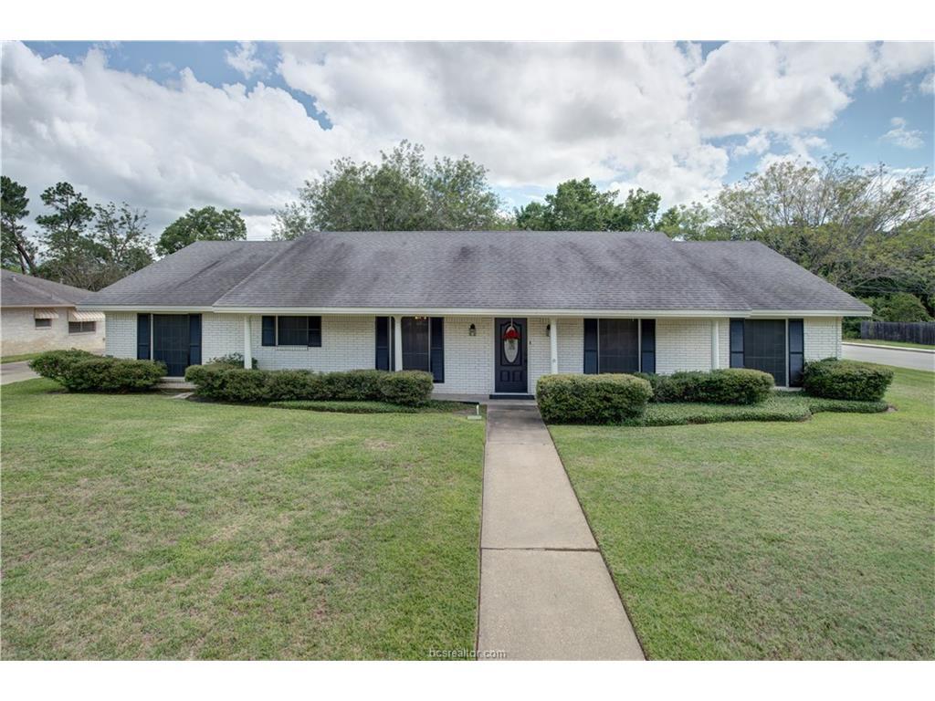 2400 Briar Oaks Drive, Bryan, TX 77802