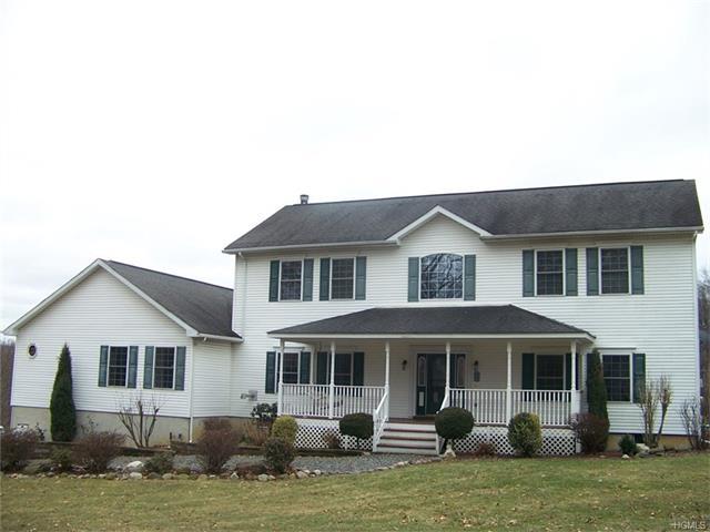 8 Roosa Road, Wallkill, NY 12589