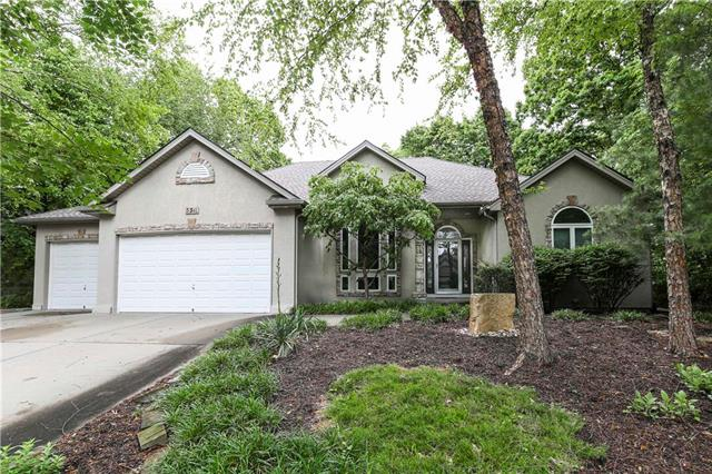5311 NW Bluff Way, Parkville, MO 64152