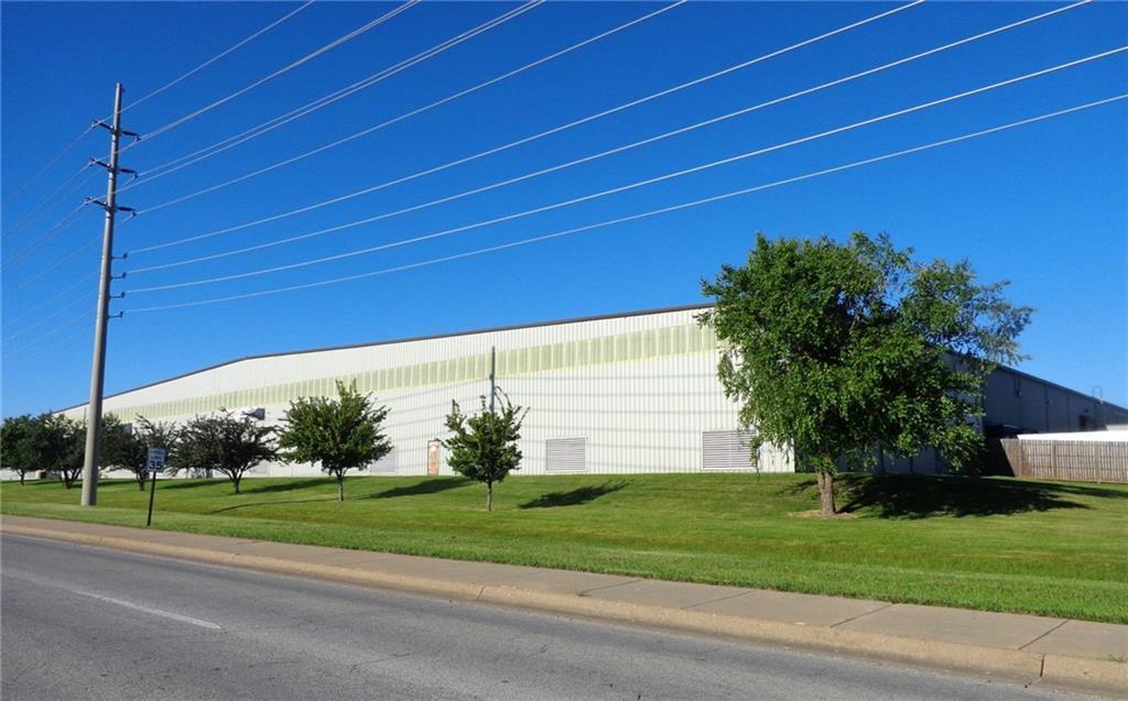 1301 N Dixieland RD, Rogers, AR 72756