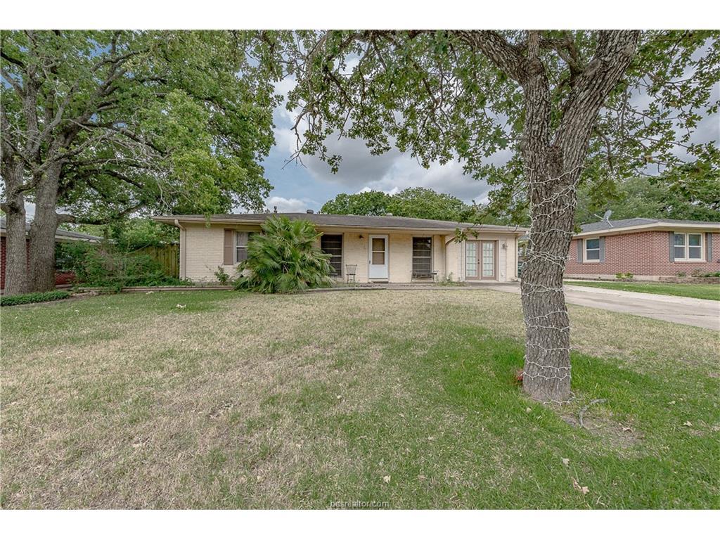 4304 Maywood Drive, Bryan, TX 77801