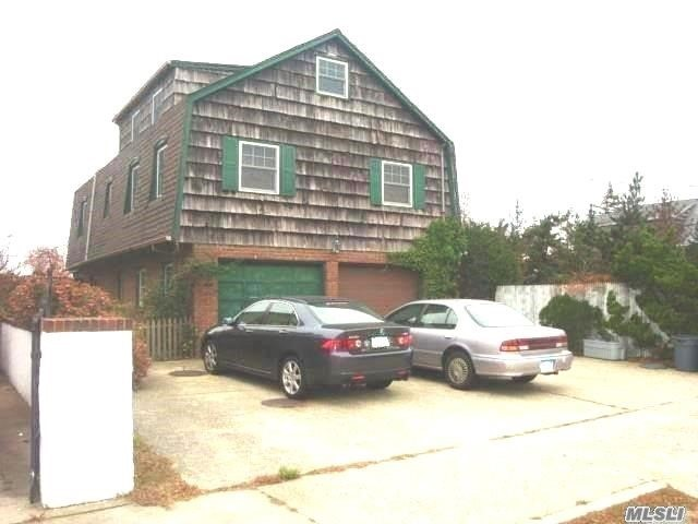 115 Parkside Dr, Point Lookout, NY 11569
