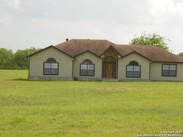 30 Long Meadow Dr, Lytle, TX 78052