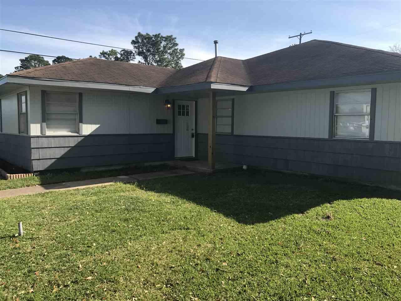 2601 Graves Ave, Groves, TX 77619
