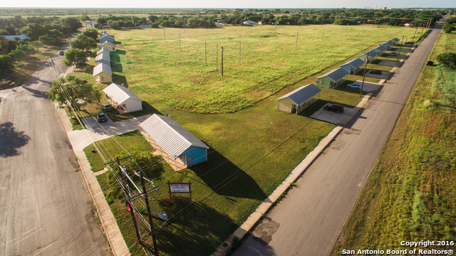 1107 POWER PLANT RD, Pearsall, TX 78061
