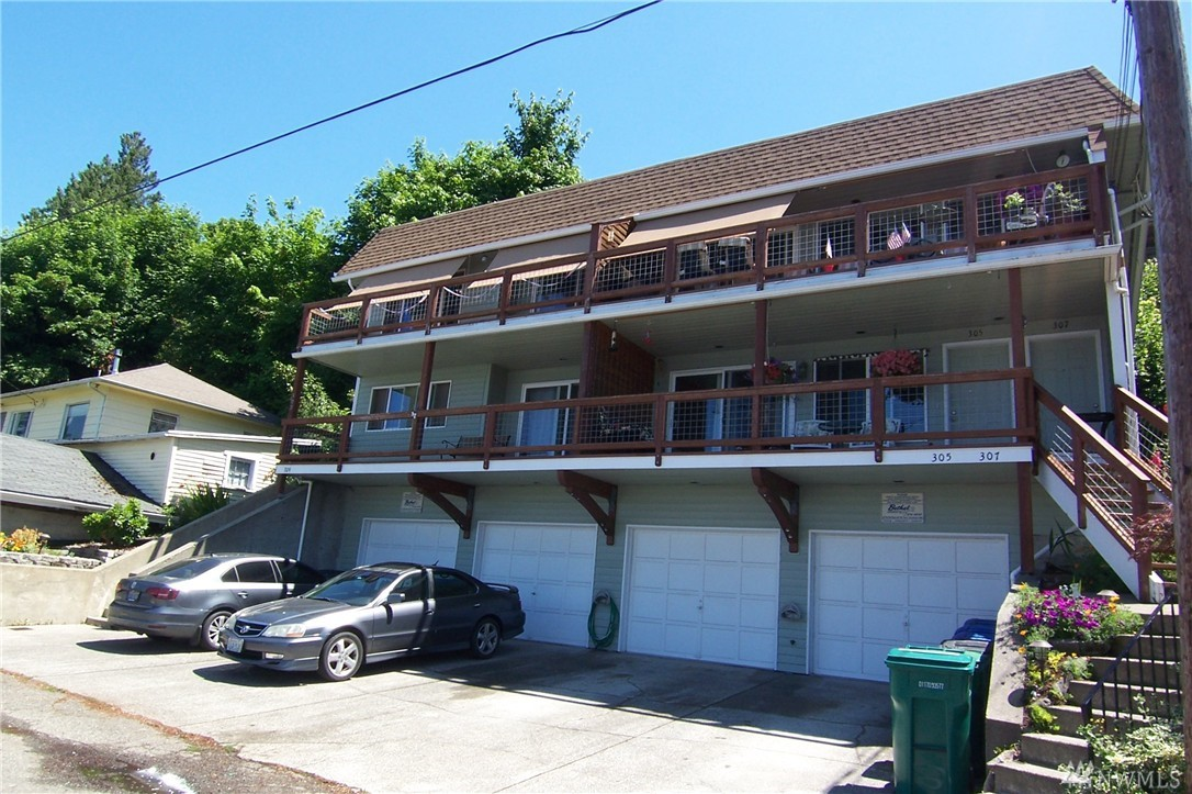 305 Perry Ave N, Port Orchard, WA 98366