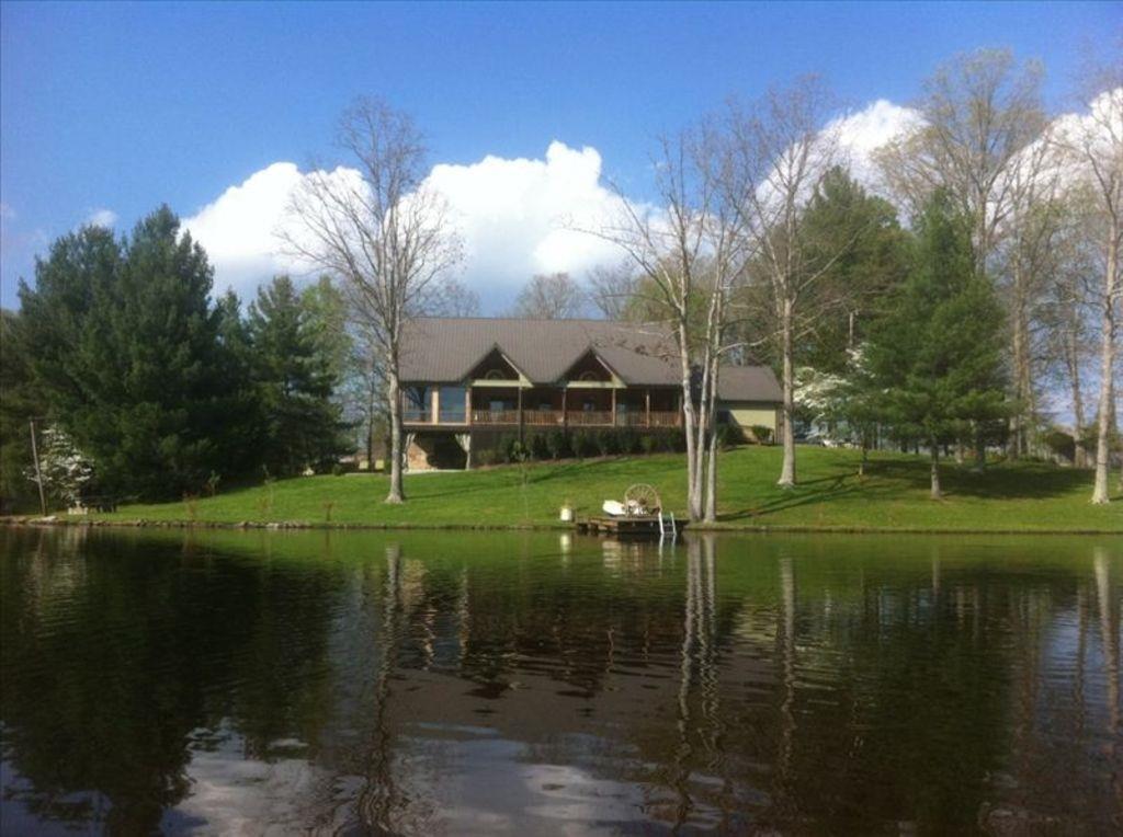 179 Lake Shore Dr, Coalmont, TN 37313
