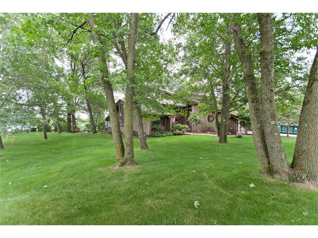 700 Tanglewood Drive, Manchester, IA 52057