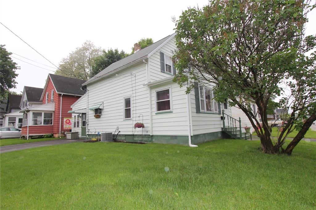 945 W Linden Avenue, East Rochester, NY 14445