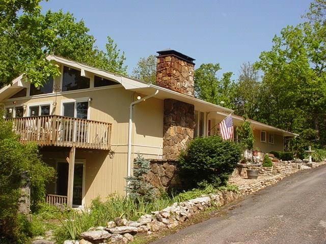 203 Beaverview DR, Eureka Springs, AR 72631