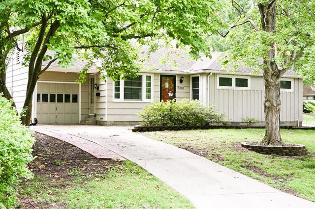 7535 Briar Drive, Prairie Village, KS 66208