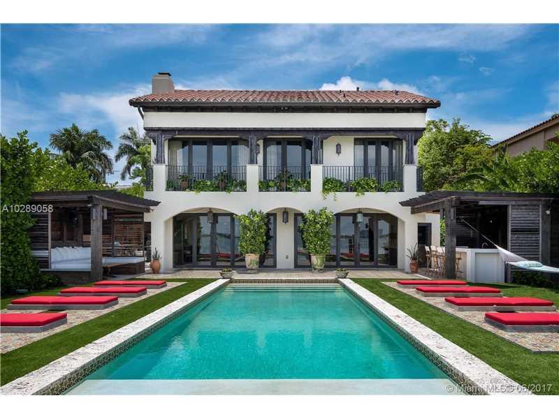 1277 N Venetian Way, Miami, FL 33139