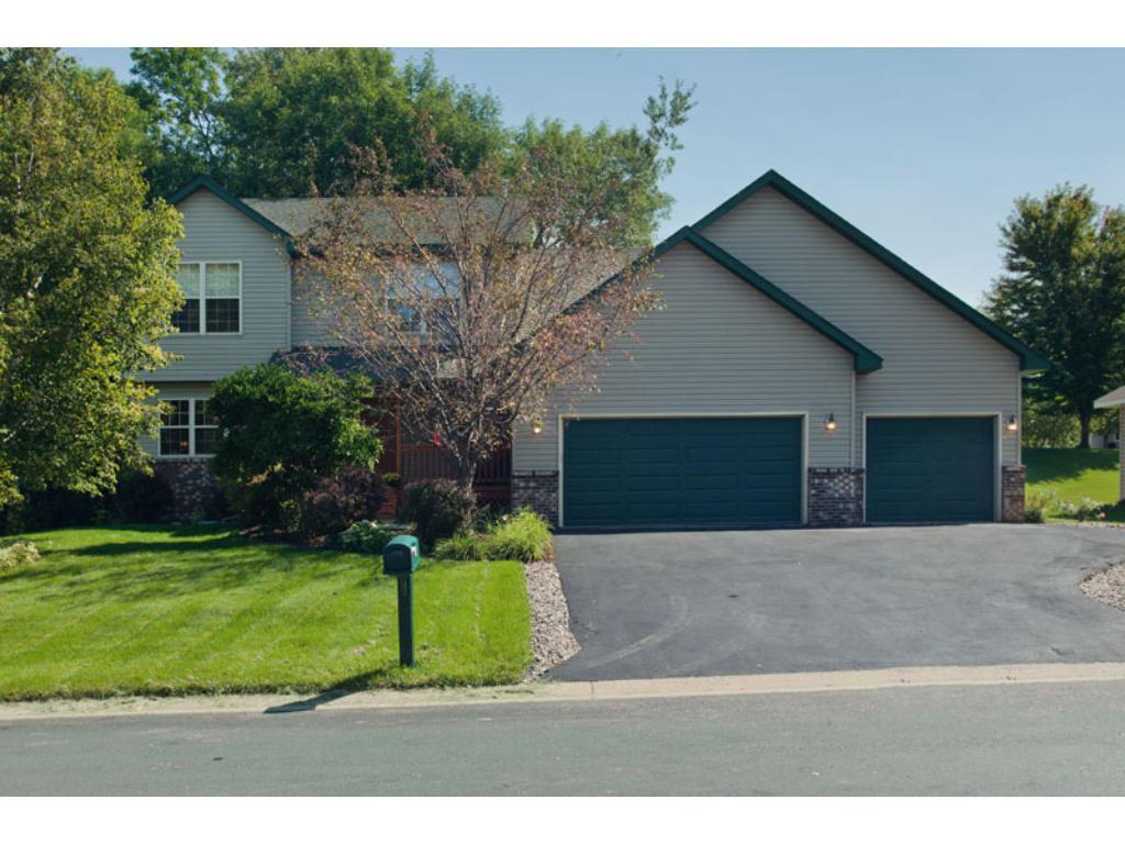 850 Crestview Drive S, Maplewood, MN 55119