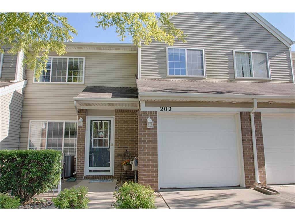 6855 Woodland Avenue 202, West Des Moines, IA 50266