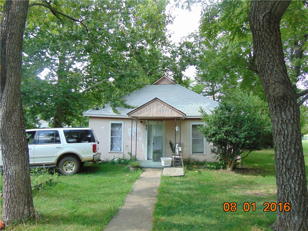 104 8th ST, Green Forest, AR 72638