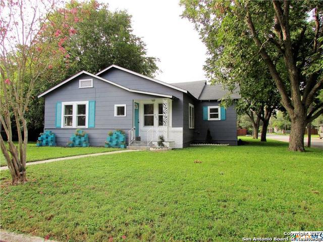 703 E Krezdorn St, Seguin, TX 78155