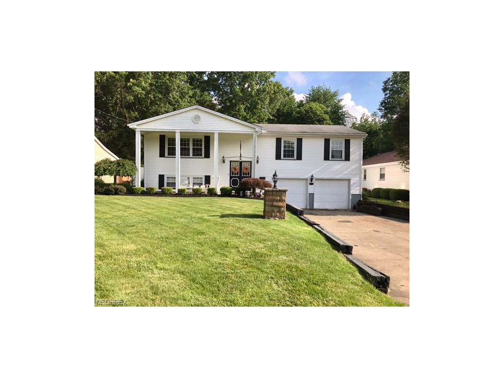 1413 Red Oak Dr, Girard, OH 44420