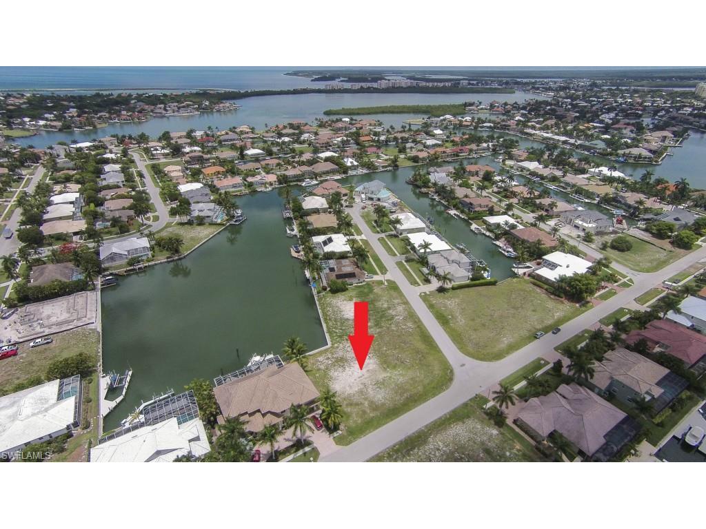 624 Crescent ST, MARCO ISLAND, FL 34145