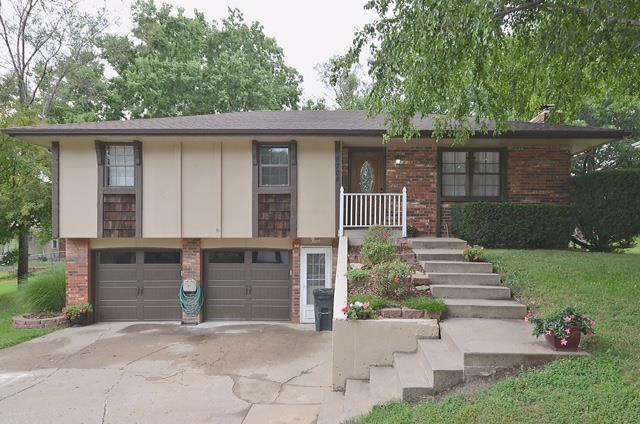 6704 NW Hidden Valley Road, Parkville, MO 64152