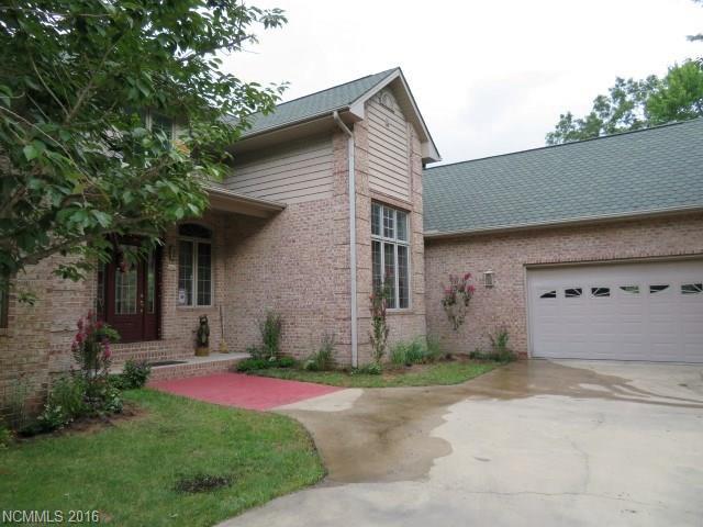 48 Middlefork Branch Road, Brevard, NC 28712