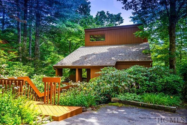 38 Mountain Villas Road, Sapphire, NC 28774