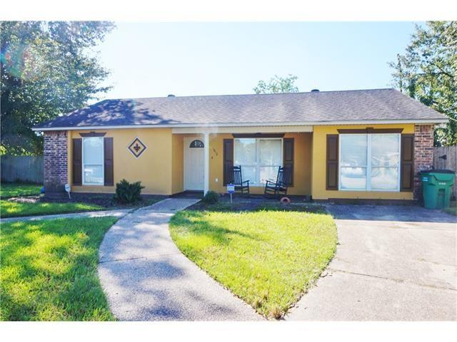 This is a lovely 3 bedroom, 2 full bath home, with ceramic and laminate flooring throughout the home.