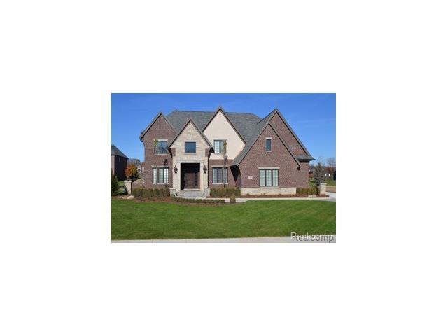 684 WELLINGTON Circle, Rochester Hills, MI 48309