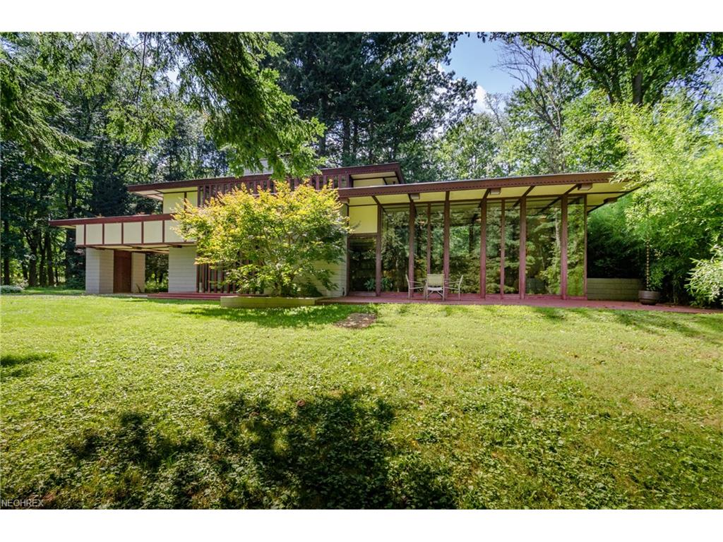 2215 River Rd, Willoughby Hills, OH 44094