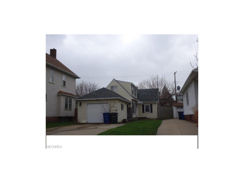2086 Clarence Ave, Lakewood, OH 44107