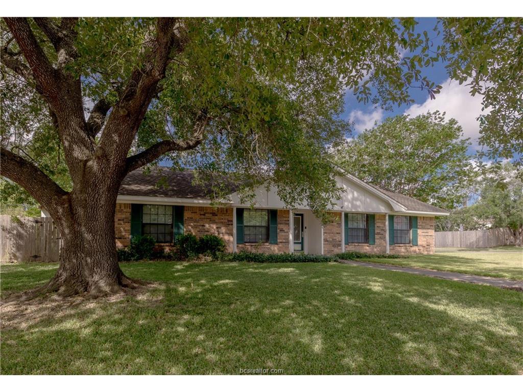 3700 Tanglewood Drive, Bryan, TX 77802