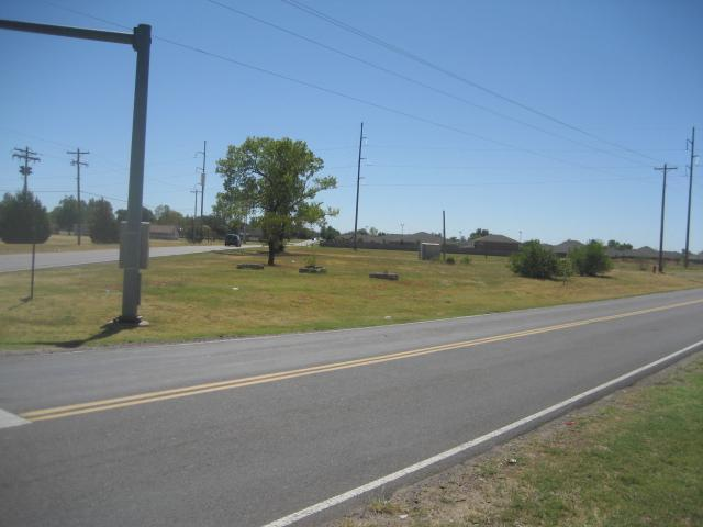 2524 S Eastern Avenue, Moore, OK 73160