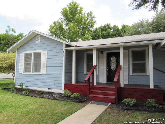 815 E HUMPHREYS ST, Seguin, TX 78155